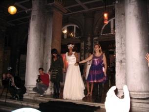"""Desfile """"Mascaradas"""" em Veneza, com Bia Simões."""