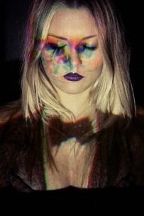 """""""Por trás da existência""""// Modelo: Erika Toscano / Styling e direção criativa: Ana Mol / Beauty: Victor Fish / Foto: Maria Toscano"""